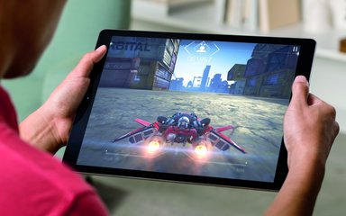 APPLE IPAD PRO LIFESTYLE GAMING PRINT