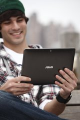 ASUS EEE PAD TRANSFORMER TF101 IN HAND FACE