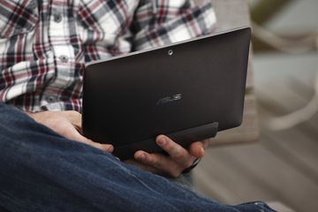 asus eee pad transformer tf101 in hand open2